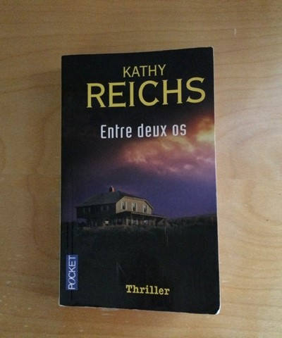 À la recherche d'un excellent roman policier à lire pour l'été 2021: Entre deux os, de Kathy Reichs