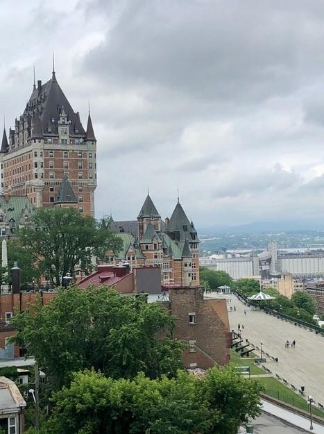 Émouvante promenade dans un lieu historique de la ville de Québec un soir d'été